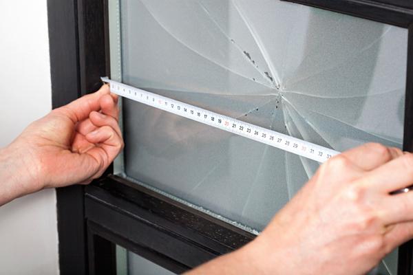 Замена оконного стекла в деревянном окне